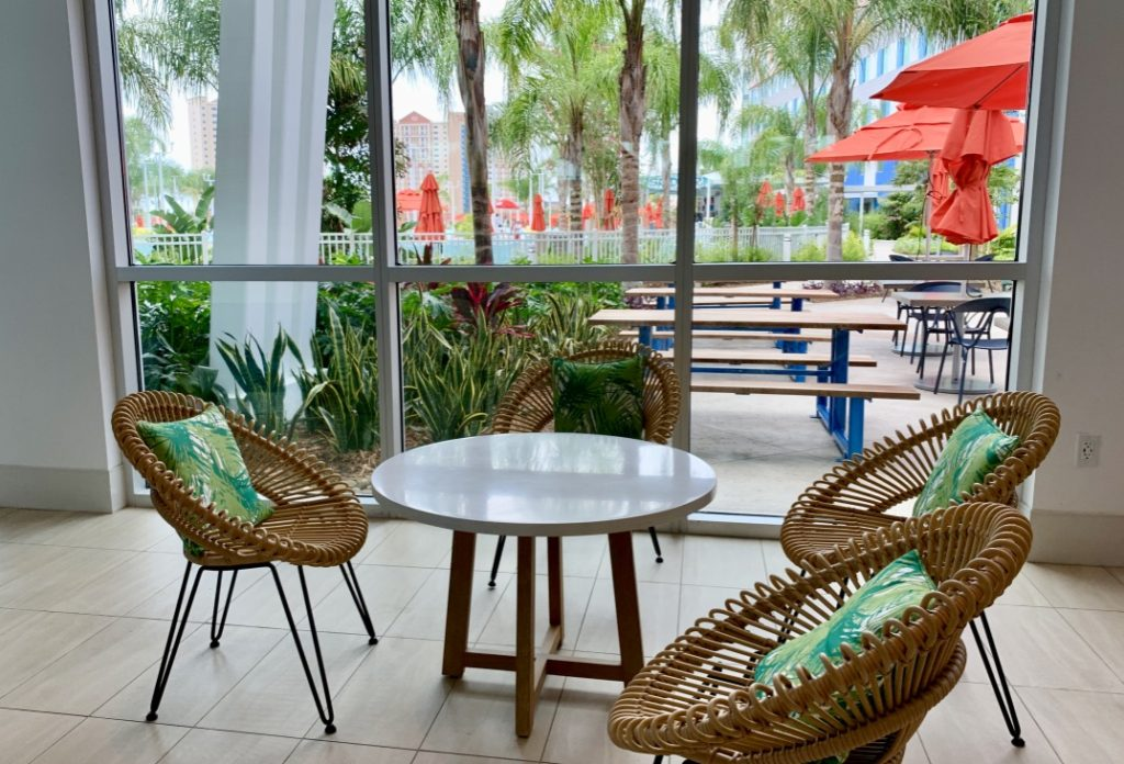 Universal's Endless Summer Resort - Surfside Inn and Suites Seating