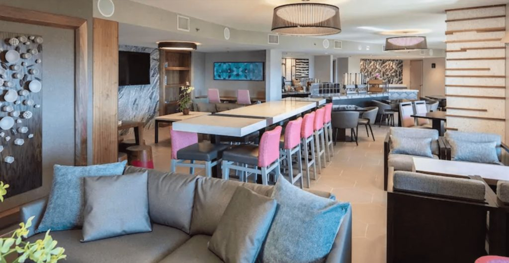 Club Lounge Loews Royal Pacific