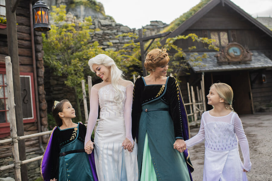 Elsa and Anna Have a New Look at Disney Parks
